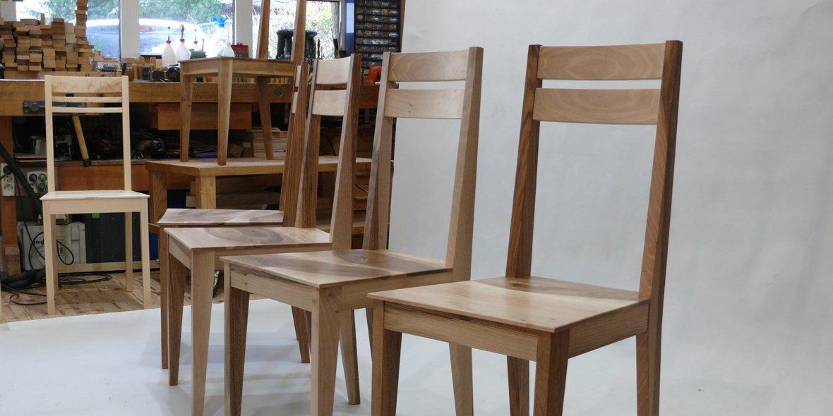 schöne Massivholzstühle aus Nußbaum