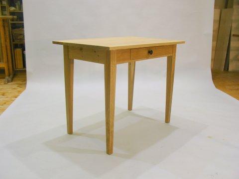 Tischchen mit Schublade