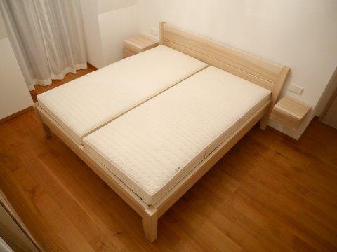 Bett aus Esche